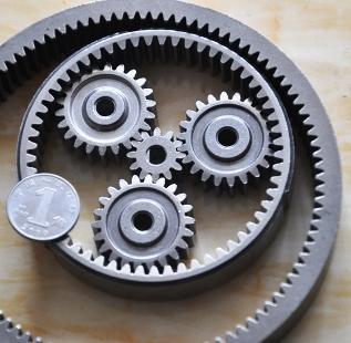 用粉末冶金工艺制造齿轮的主要优点是什么?